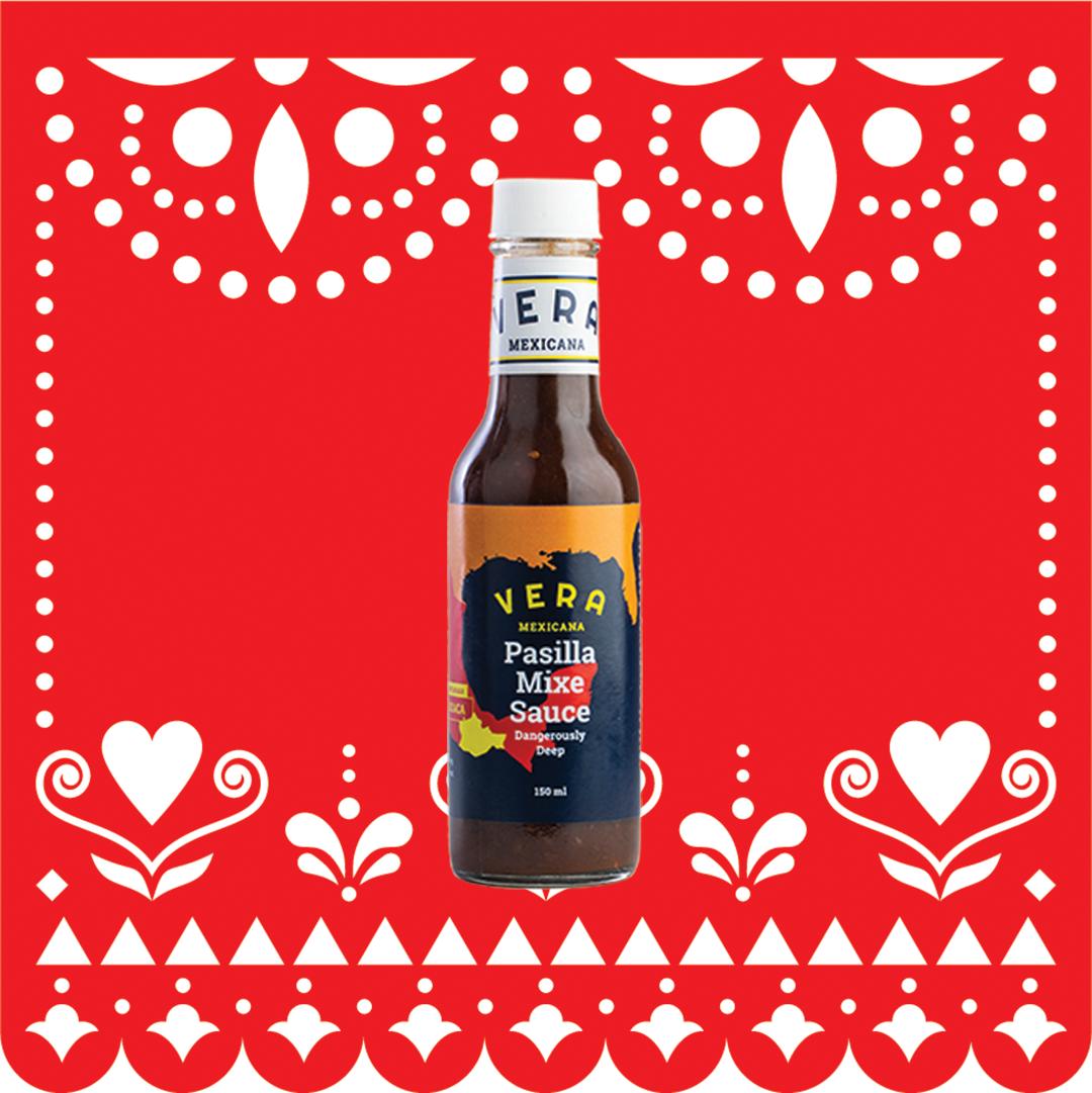 Denne salsaen er en dyp og røykfylt saus som kan både kokes og brukes til stekt kjøtt, kylling/kalkun og hvit fisk.